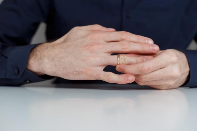 REMOVE THE RING FROM THE SWOLLEN FINGER