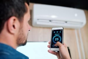How to turn on the air conditioner with and without the remote control
