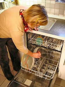 5 steps of how to maintain and clean a dishwasher