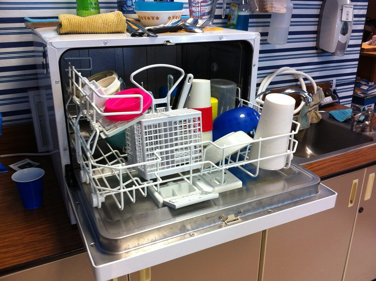 How To Maintain Your Dishwasher