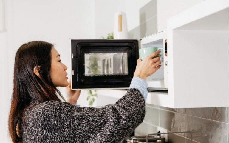 How to Clean a Microwave Quickly and Easily