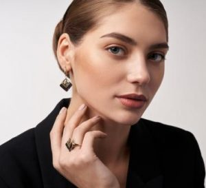 WHICH EARRINGS TO CHOOSE BY FACE TYPE